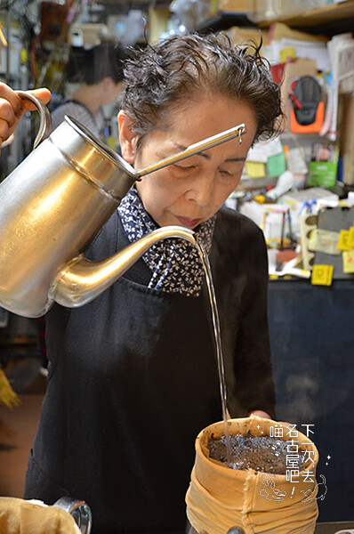 咖啡也是職人手沖。