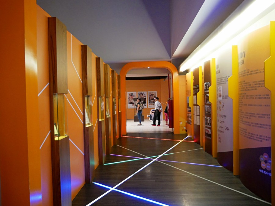 [嘉義旅遊]老楊方塊酥觀光工廠|免門票免費景點~巨型3D彩繪牆超吸睛好好拍.室內景點親子觀光工廠.創意方塊星人DIY.多種方塊酥口味可以試吃 @VIVIYU小世界
