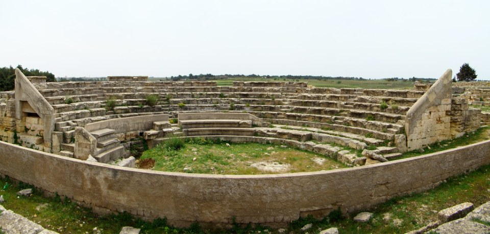 Cirene Odeon Griego Libia 01