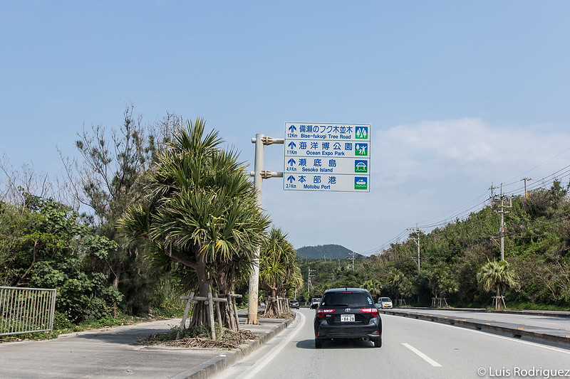 Signes en conduisant à travers le Japon