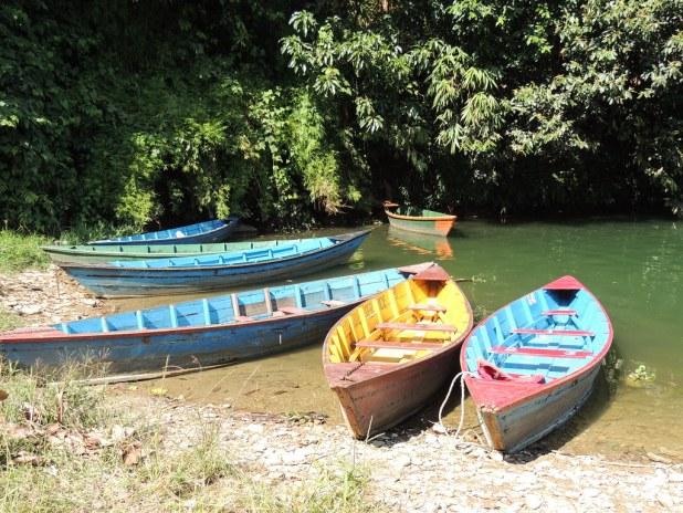 Barcas en el lago Phewa
