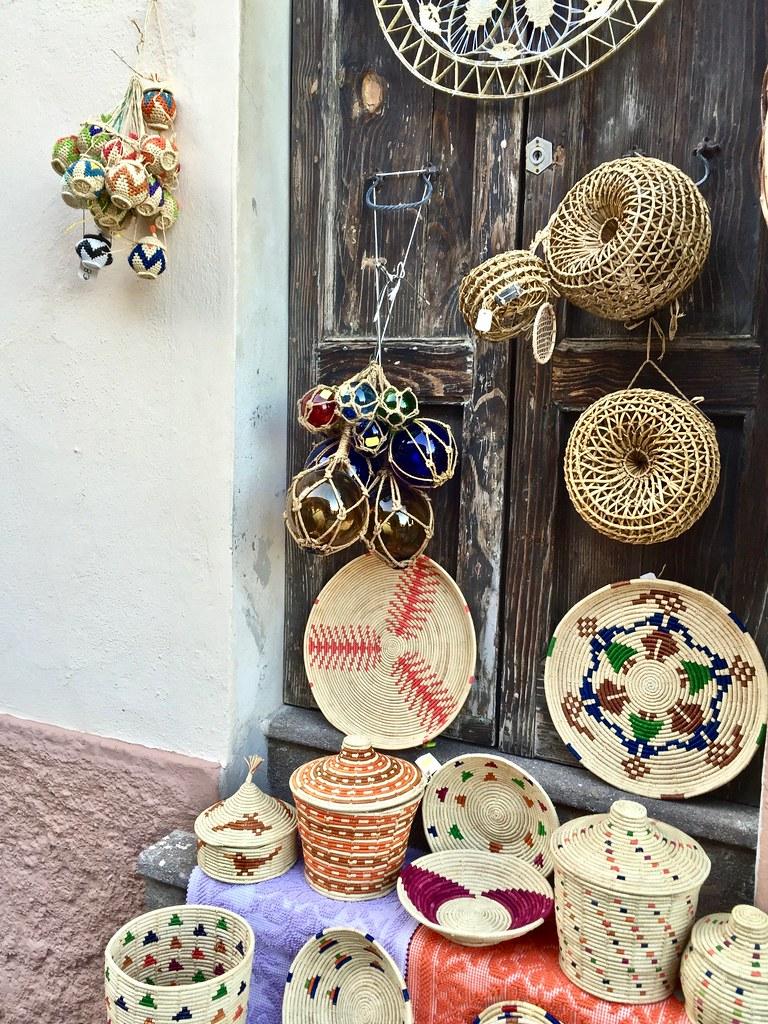 Cosa vedere a Castelsardo - Cestineria per le vie