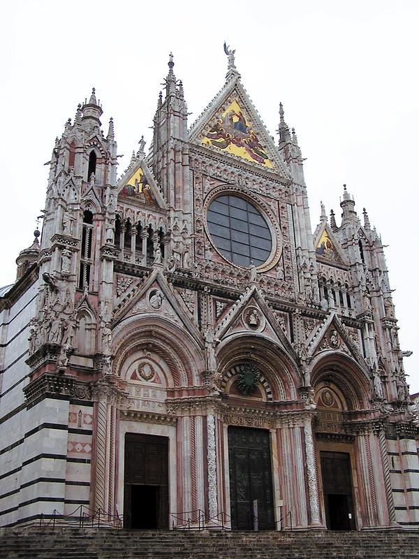 fachada y portadas exterior Catedral de Siena La Toscana Italia 05