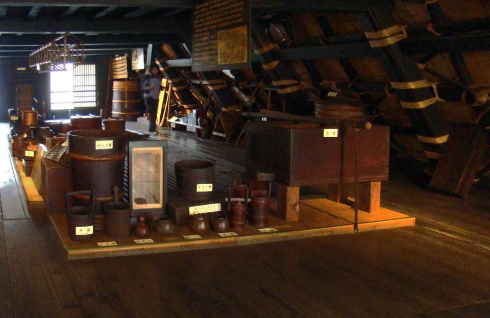 Japón atico Museo antigua granja en aldea Shirakawago 09