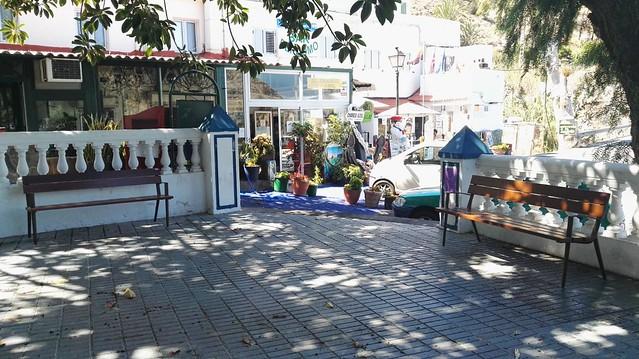 El Risco incorpora mobiliario urbano a sus parques
