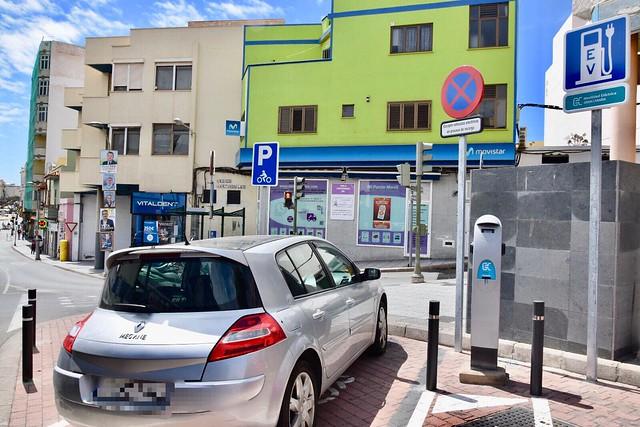 Comienza a funcionar el punto de recarga para vehículos eléctricos en la Bajada de las Guayarminas