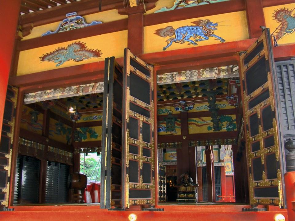 Santuario Asakusa o de las Tres Divinidades interior Templo Sensoji Tokio Japon 07
