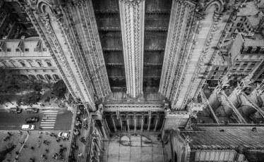 Notre-Dame-Between-the-Towers.jpg