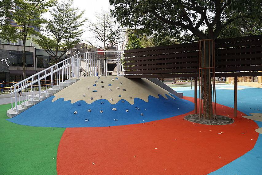[桃園旅遊]民族公園 2019最新富士山造型溜滑梯~親子同遊免費戲水區.攀岩牆.溜滑梯(20190704更新) @VIVIYU小世界