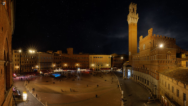 Il Campo by night