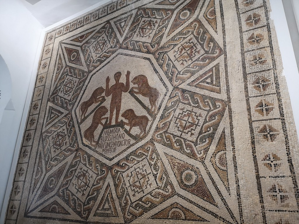 Daniel en la fosa con leones Pavimento de mausoleo mosaico cristiano Museo Nacional del Bardo Tunez 01
