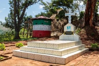 Dit is het graf van Antime Baranshakaje, de voormalige leider van de wereldberoemde drummers van Gishora.