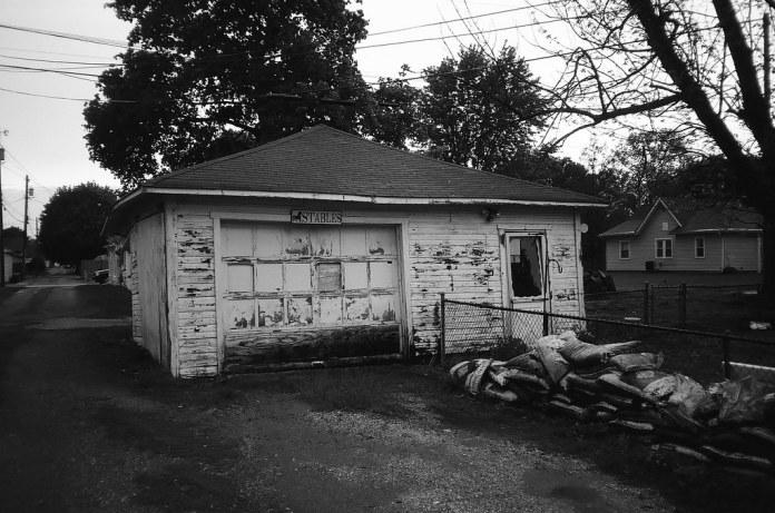 Leaning garage