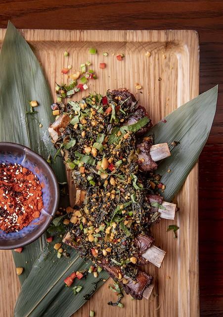 Deep-fried pork ribs top with Guizhou coriander and preserved vegetables 饞嘴飄香排骨