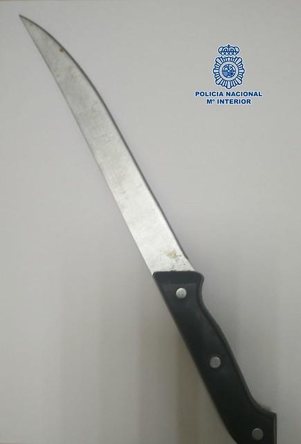 La Policía Nacional detiene a un hombre que trató de robar a punta de cuchillo a un médico en un centro de salud