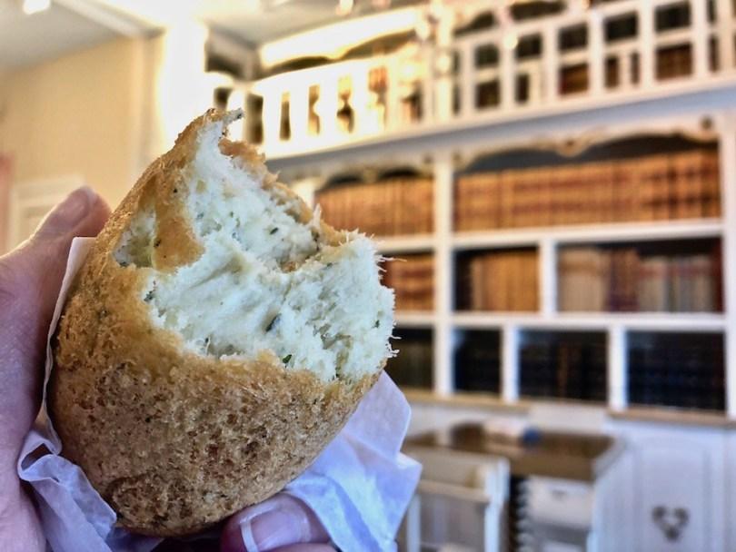 Cosa mangiare in Portogallo? Pasteis de Bacalhau