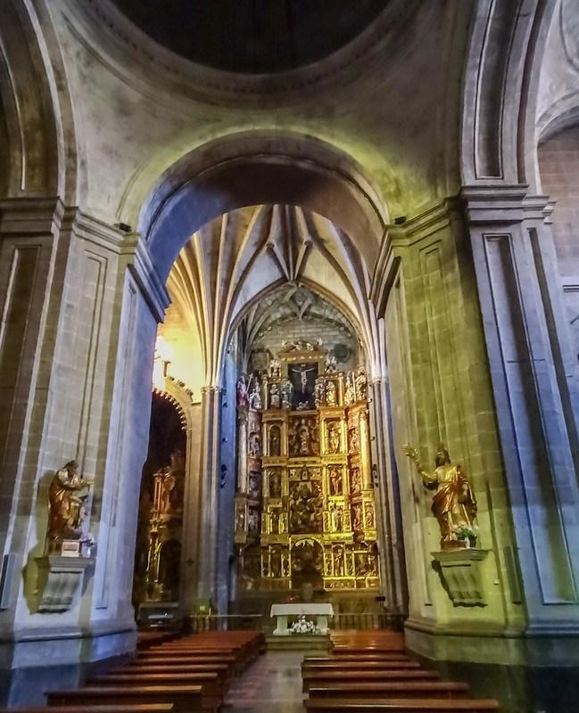 retablo altar mayor interior Iglesia de Santa Maria de Palacio Logroño La Rioja 01