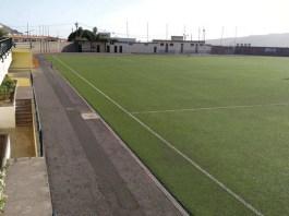 Nuevo césped artificial para el campo del fútbol del 'Estadio El Pino'