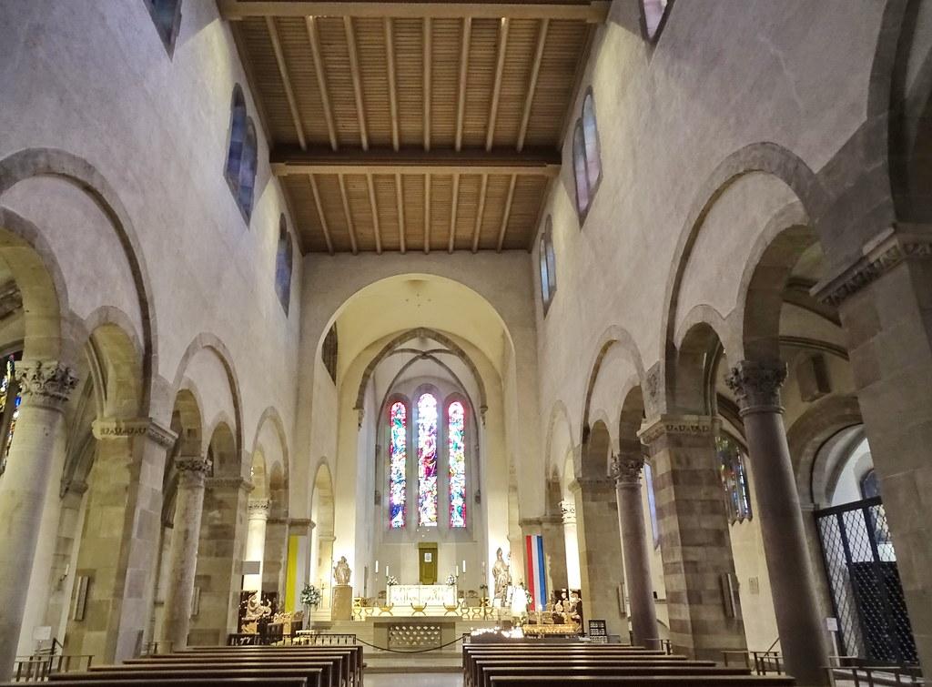 altar Mayor y nave Abadia San Willibrord Basilica menor Echternach Luxemburgo 02