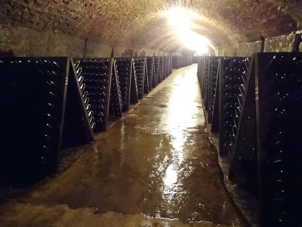 maduracion del vino en botellas bodega Cave St Martin Remich Luxemburgo 01