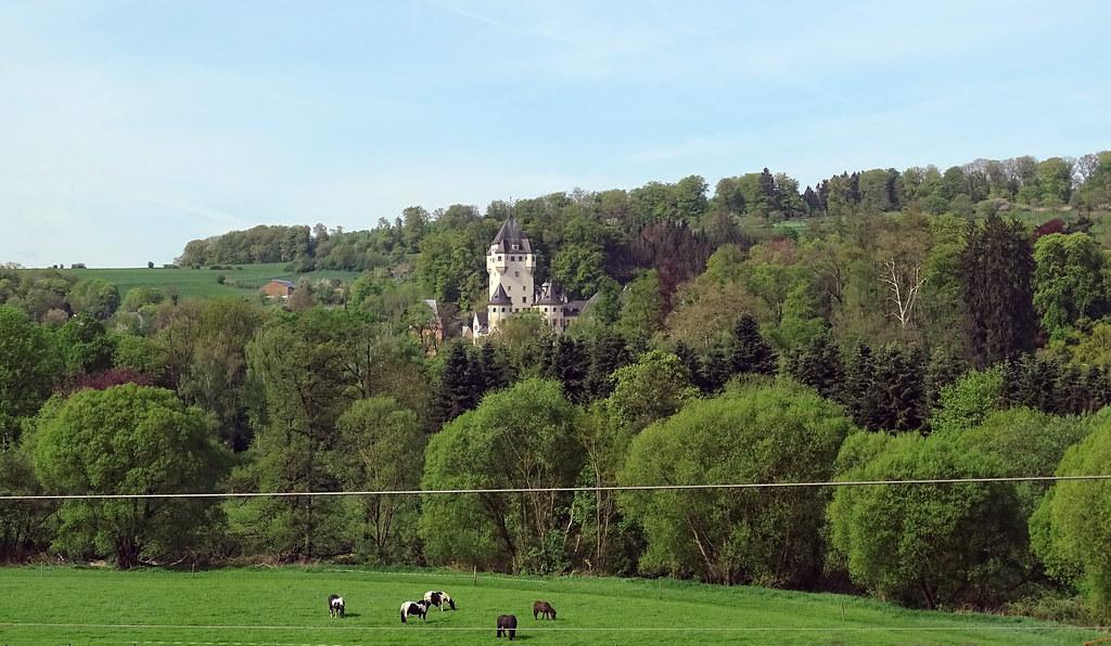 Vista del Castillo Berg en Colmar Berg Luxemburgo 05