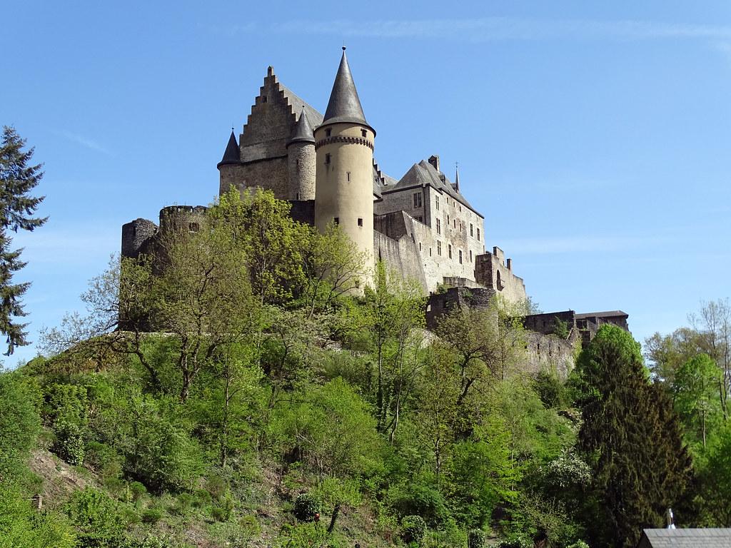 vista exterior del Castillo de Vianden Luxemburgo 01