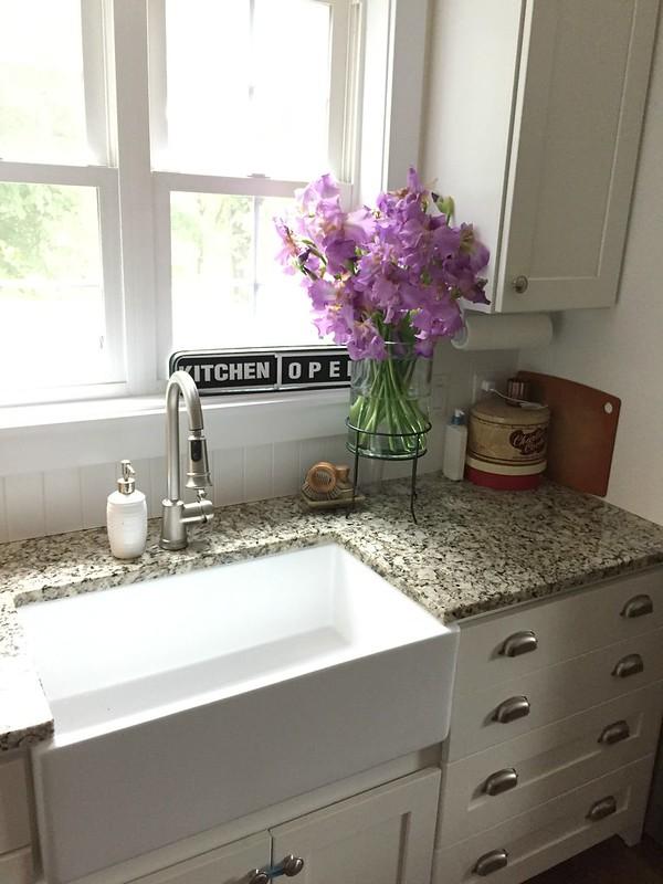 porcelain farmhouse kitchen sink