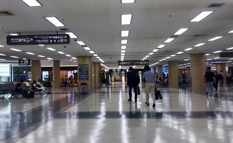 金浦空港内