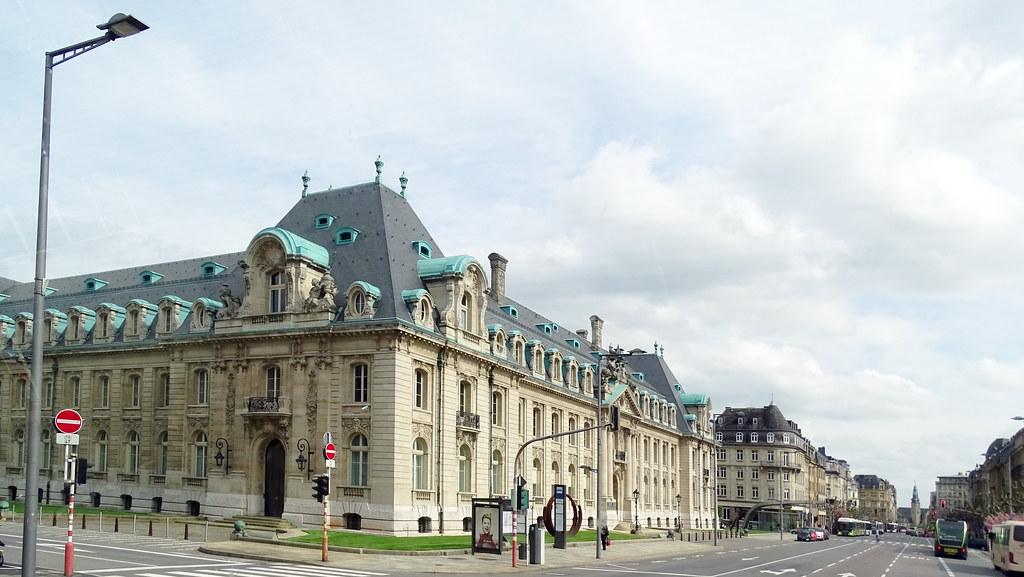 edificio antiguo Arbed sede de Arcelor Mittal Banco Liberte 19 Meseta Bourbon ciudad de Luxemburgo