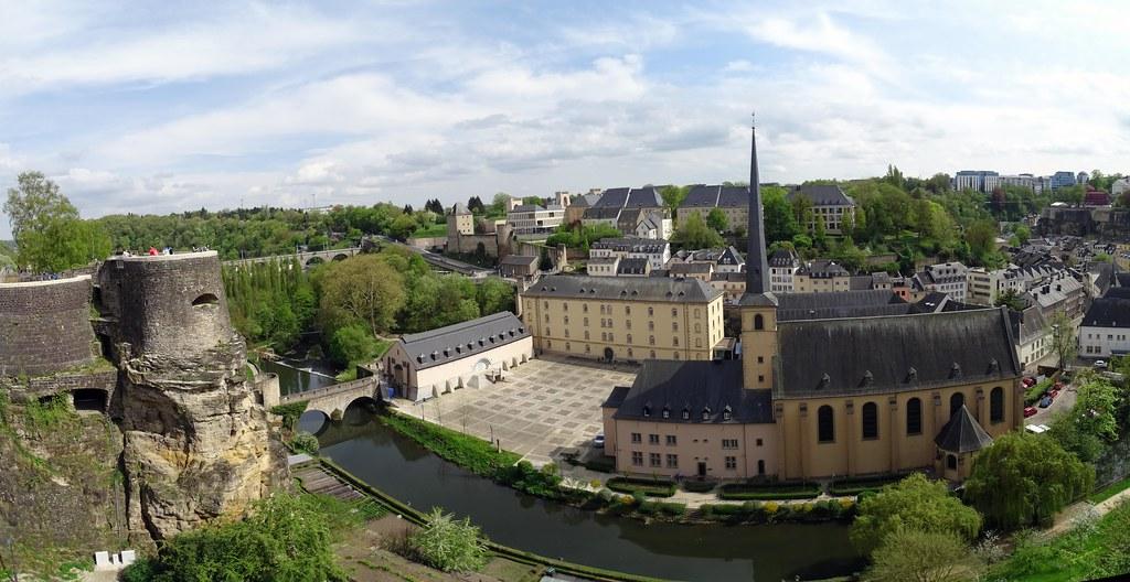 Iglesia de San Juan de Grund abadia Neumunster rio Alzette Casamatas del Bock Ciudad Baja ciudad de Luxemburgo 01