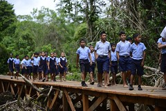 Students of the Yarshirmima Primary School traversing the bridge.