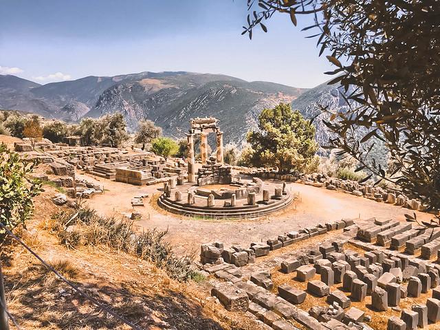 · Santuario de Atenea Pronaia · Oráculo de Delfos · Grecia · Click_Trip ·