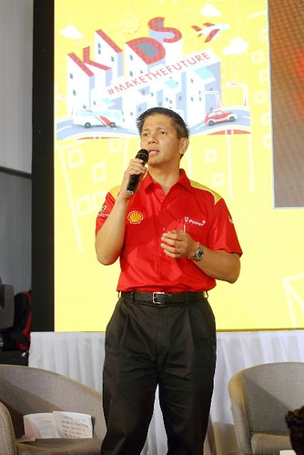 Country Chairman of Shell Companies in the Philippines Cesar Romero