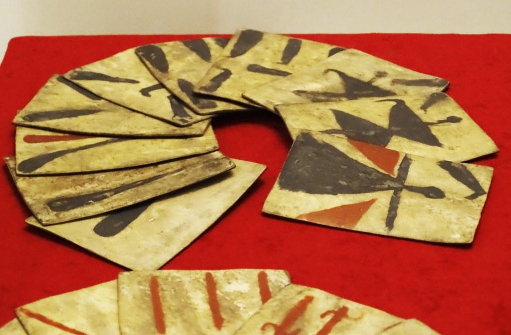 Juegos de cartas naipes de cuero pintado cultura Mapuche s. XVIII Chile Museo de America Madrid