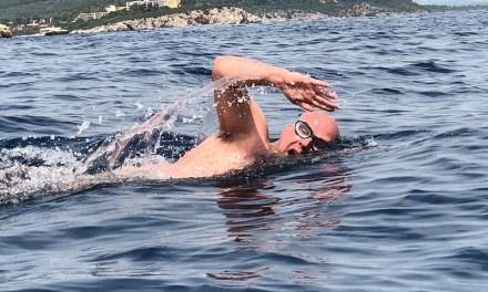 Oriana prepara la traversata della Manica con gli allenamenti nel lago di Poschiavo