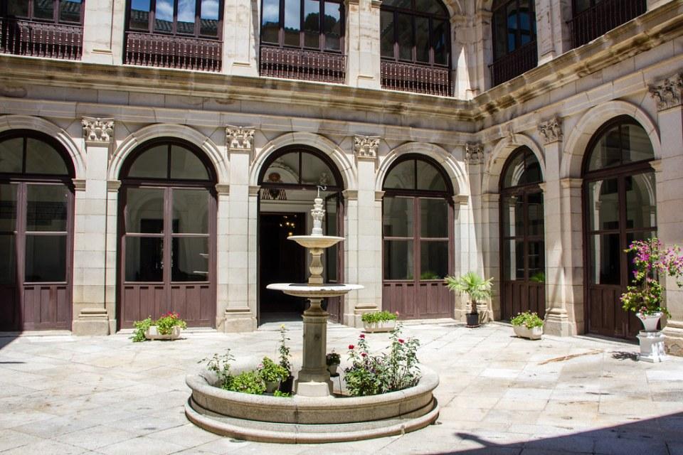 patio del Real Colegio de Doncellas Nobles Toledo 09