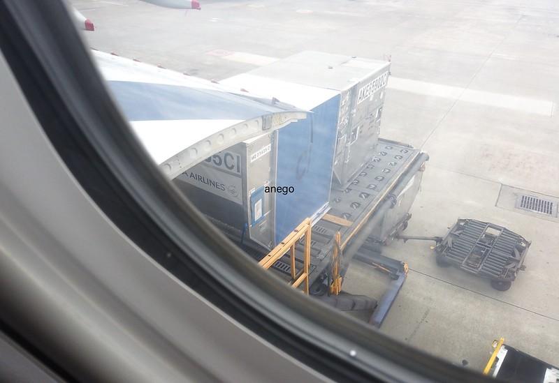 中華航空 荷物が入る