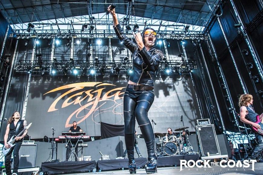 Tarja singing on the Main Stage 1