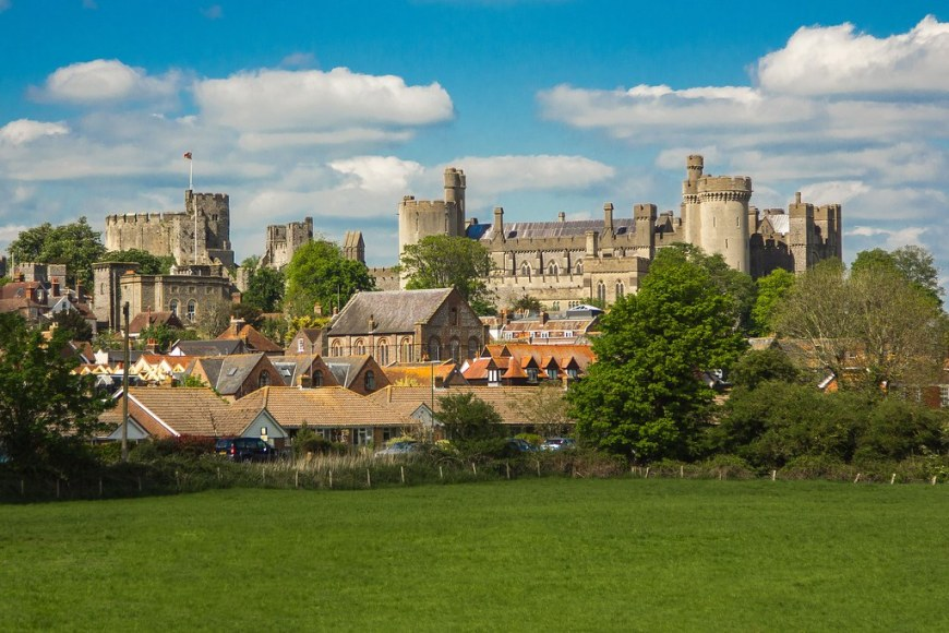 Image of Arundel Village with Arundel Castle in the background
