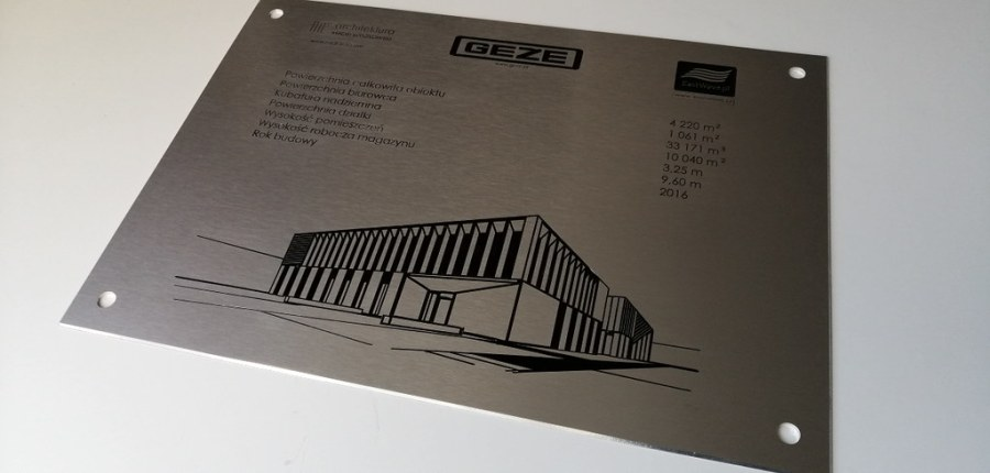 tablica grawerowana w aluminium anodowanym z emalią (1)