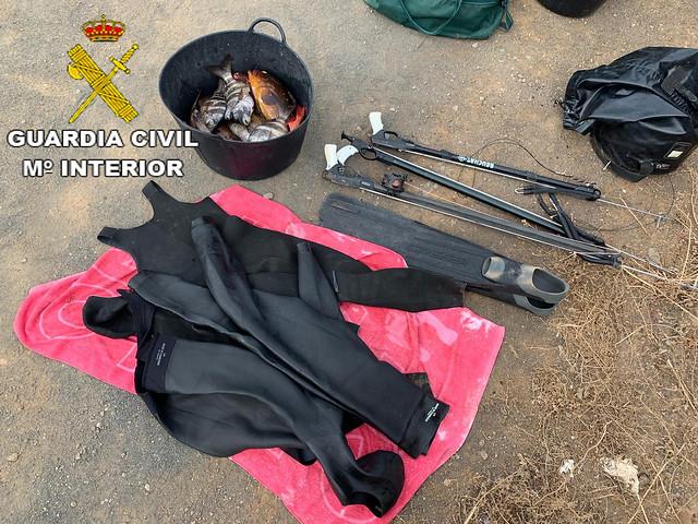 La Guardia Civil denuncia a dos personas por pescar en la Reserva Marina de la isla de La Graciosa