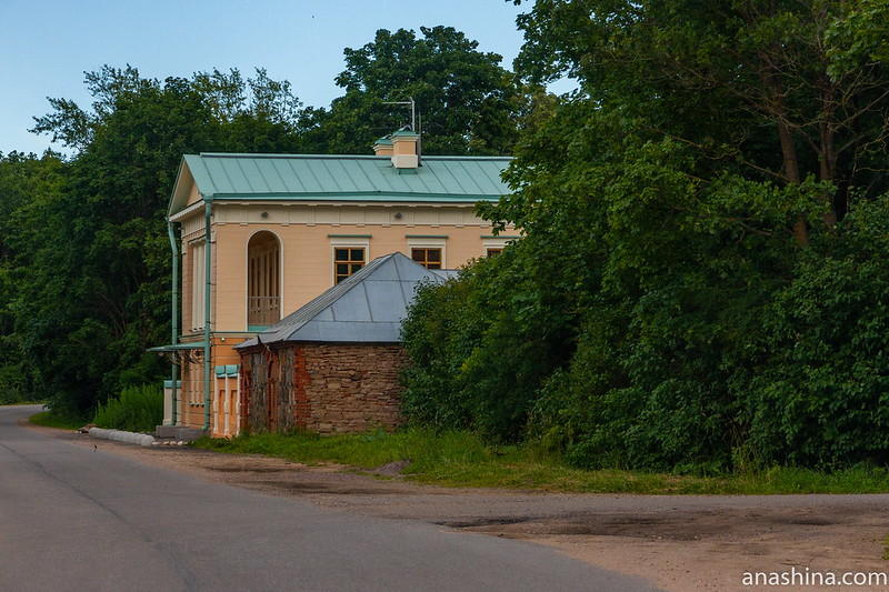 Путевой дворец и амбар, Коростынь, Новгородская область
