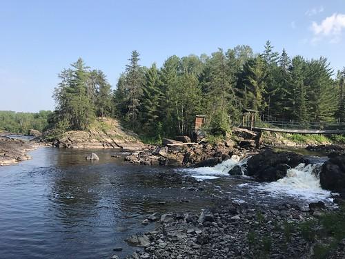 Kap-Kig-Iwan - The bridge over the falls