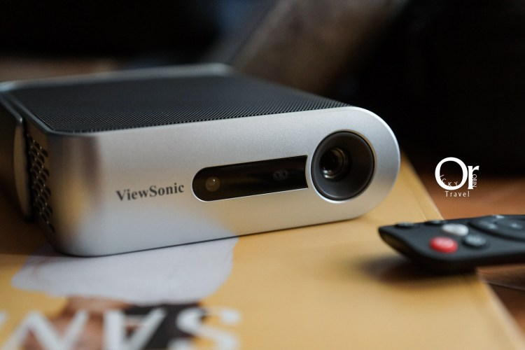 投影機開箱|Viewsonic m1+ 聚會必備投影機,全面升級支援鏡像投影,運用 Airplay 輕鬆享有大螢幕看球賽及電影