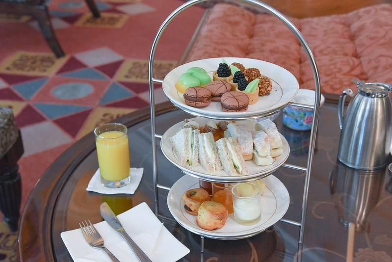afternoon tea at the intercontinental singapore club lounge