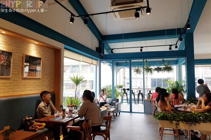 48681161023 3993eaf0fa c - 用藍與白構築的日青咖啡,內外都有美美的彩繪牆~有好喝咖啡之外還有販賣麵包與果醬呦!