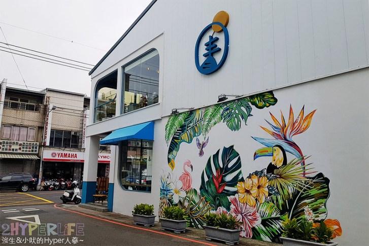 48681670102 b2678df2b8 c - 用藍與白構築的日青咖啡,內外都有美美的彩繪牆~有好喝咖啡之外還有販賣麵包與果醬呦!
