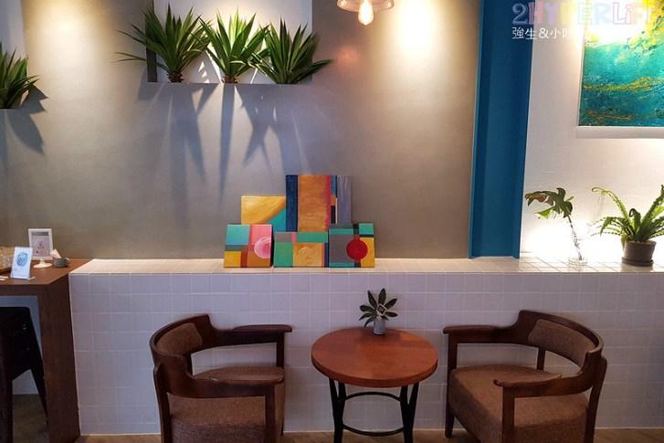 48681670627 295f26d463 c - 用藍與白構築的日青咖啡,內外都有美美的彩繪牆~有好喝咖啡之外還有販賣麵包與果醬呦!
