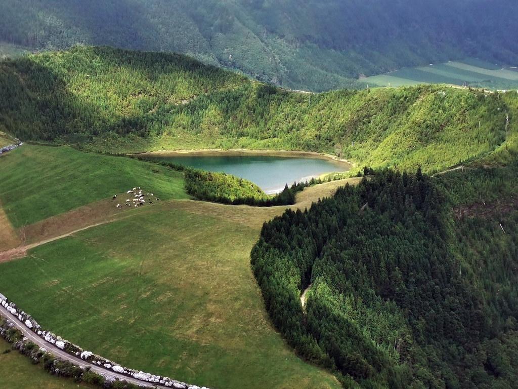 Lagoa Rasa Serra Devassa Isla de San Miguel Azores Portugal 02