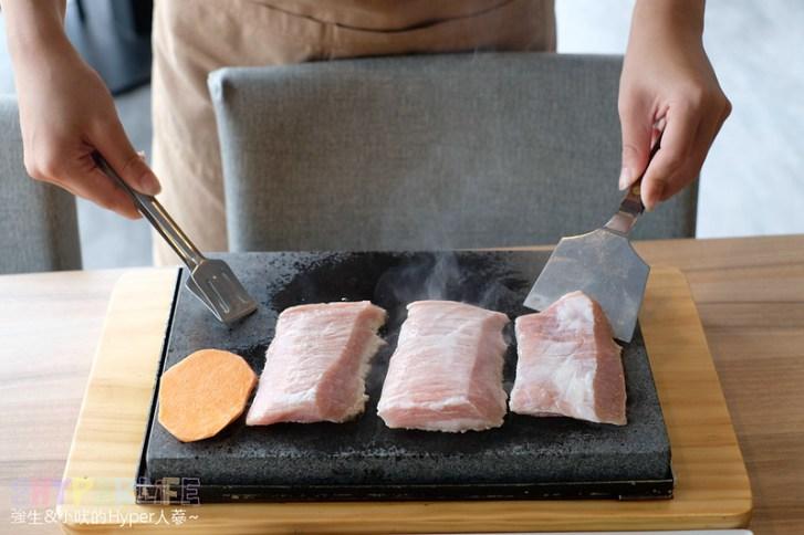 48726862246 39253fca3a c - 熱血採訪 | 280元吃的到岩燒套餐還有自助吧吃到飽,鼎岩石板岩燒牛排400度石板現煎現吃肉質口感最棒啦!